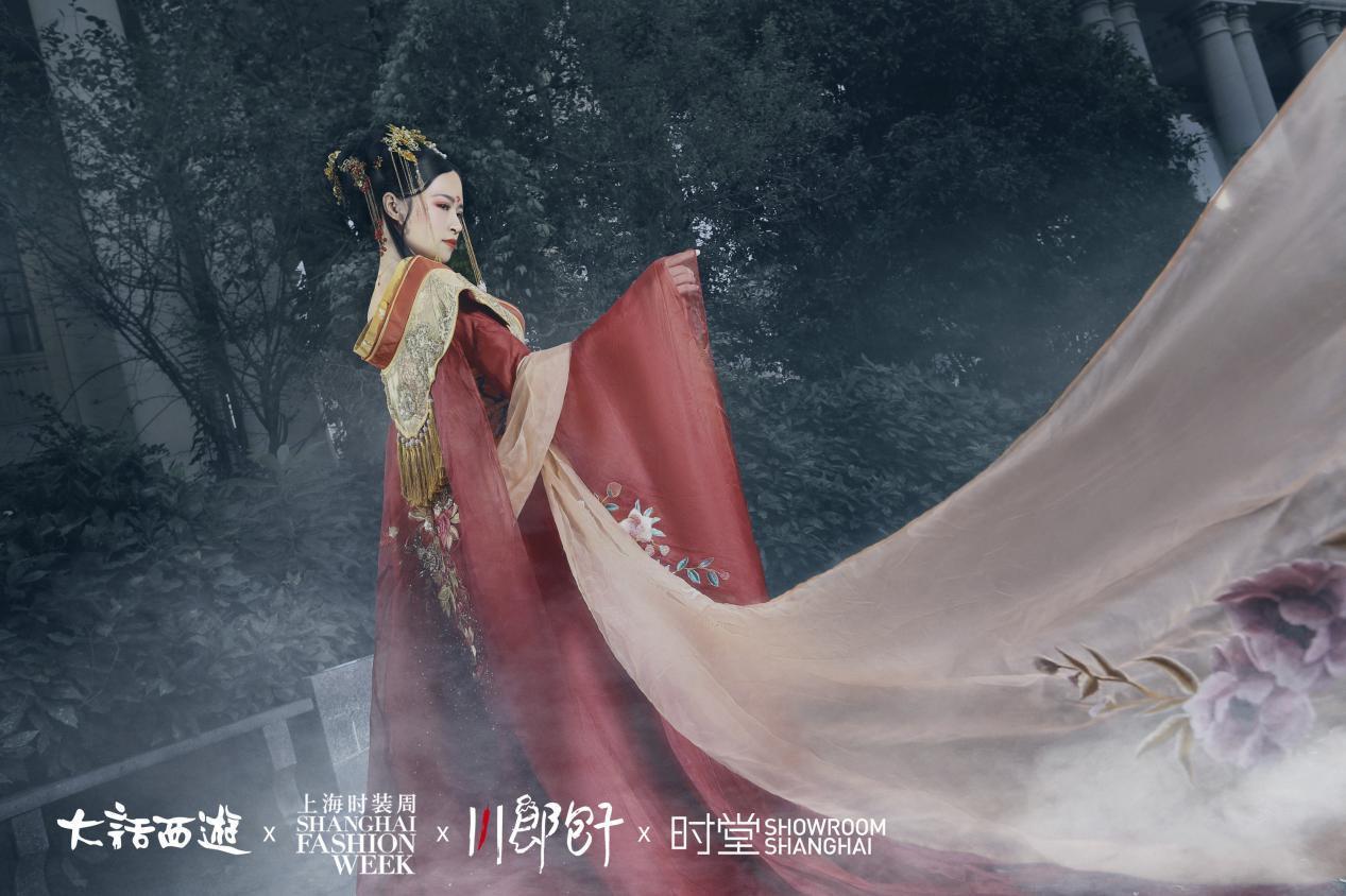上海时装周亮点盘点!董璇张嘉倪比美,话题度却输给这场国风大秀