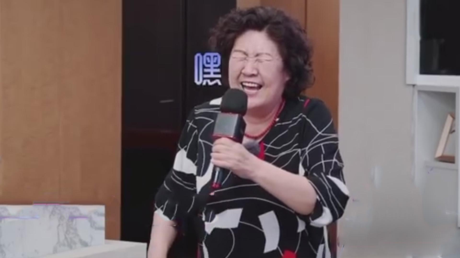 """张伦硕妈妈自带笑点的唱歌,带来改编的""""嘿嘿嘿"""",逗得大家爆笑"""