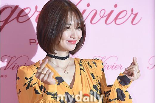 韩国艺人申敏儿朴敏英首尔出席品牌活动