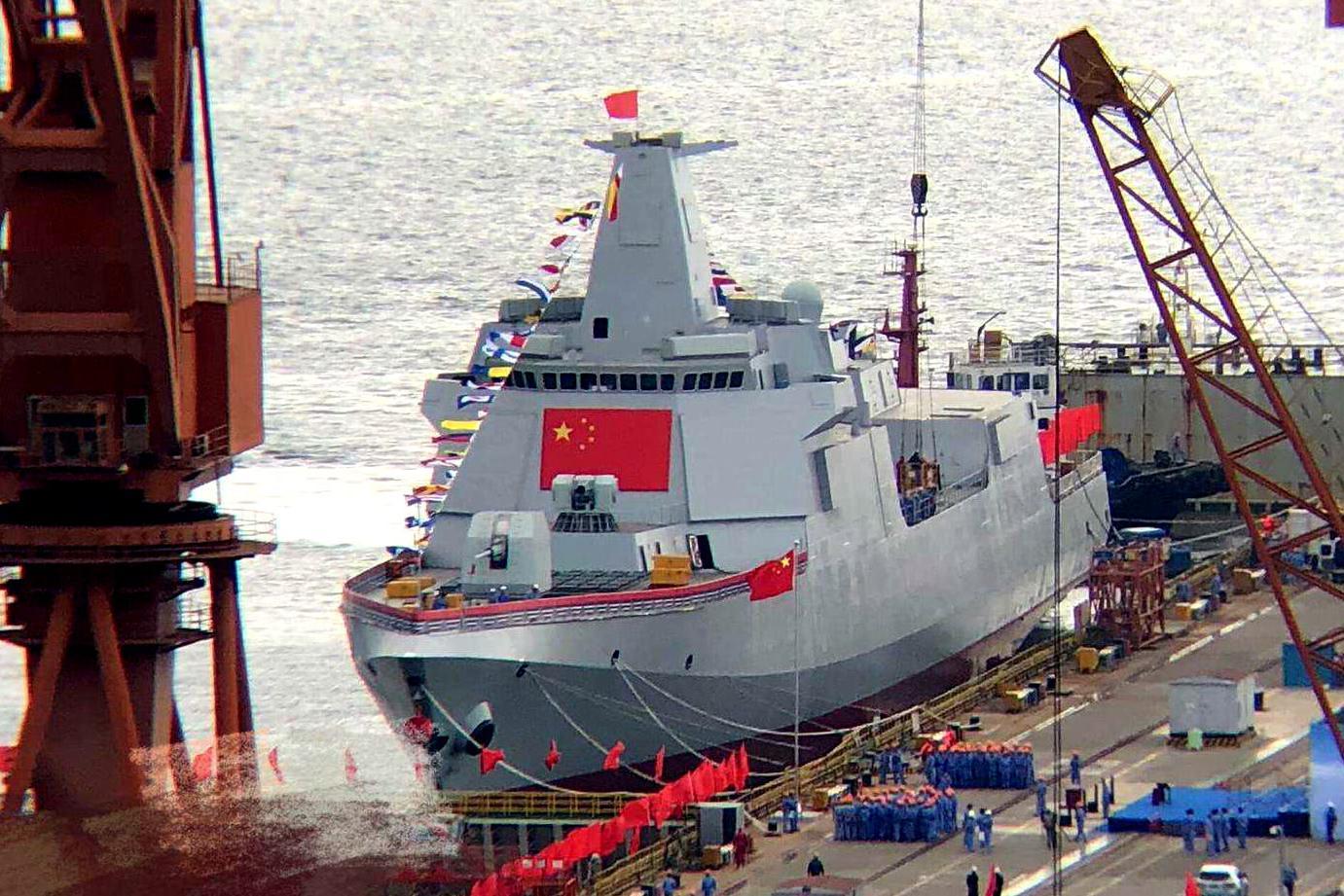 青岛现拉萨舰名,在海军节来临之际,官方正面答复关于055情况