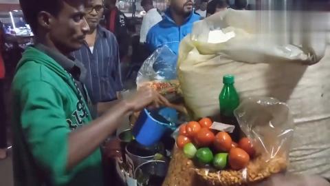 印度街头的特色小吃环境可怕看完没食欲吃这些不会拉肚子吗