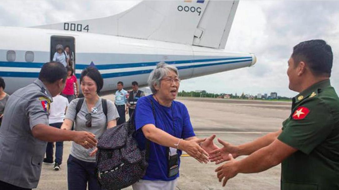 武装直升机、重炮出动,19人死亡,缅甸军方护送18名中国人先撤离