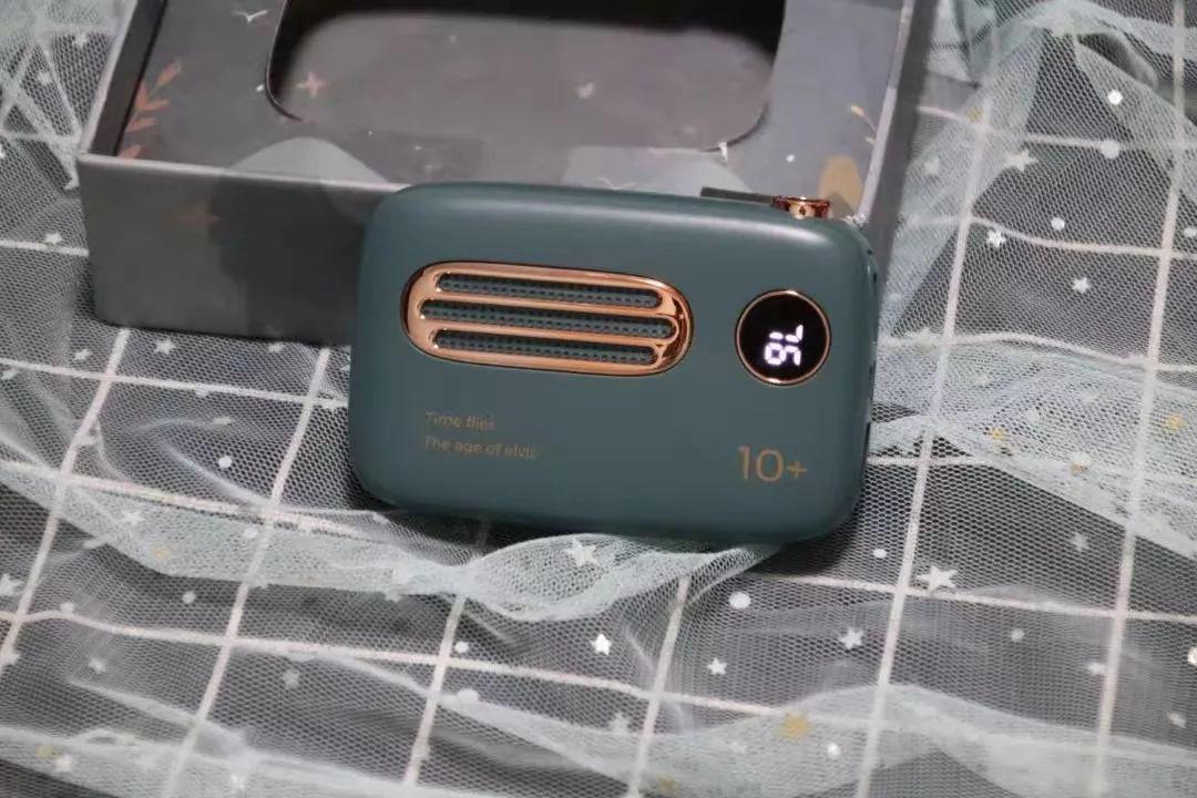 """这个超高颜值的""""小收音机""""还能给手机充电?!"""