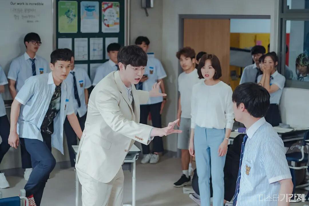 韩国又拍现实主义题材,这次把矛头对准了校园暴力