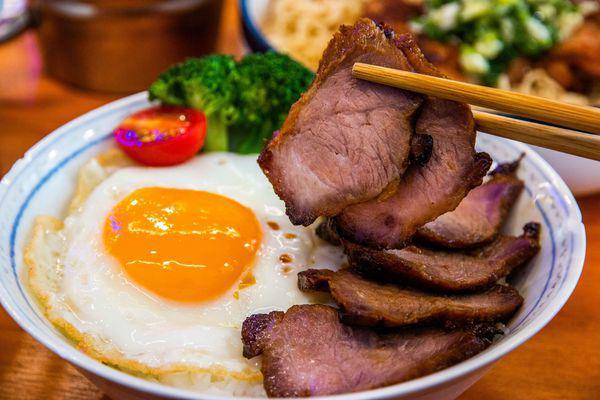 香港原装进口港式料理,崔记小餐馆的黯然销魂饭,公仔面都好好味