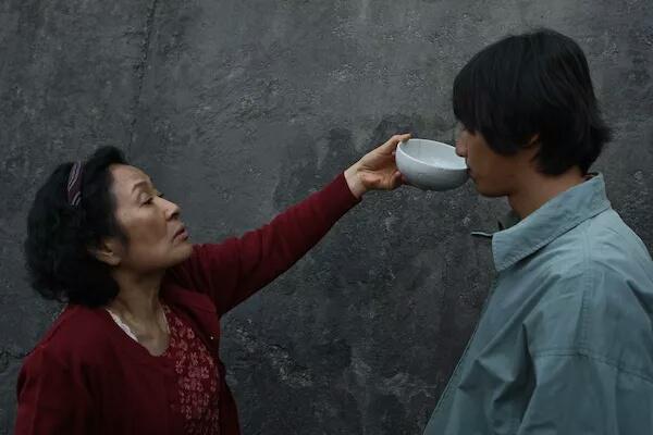 奉俊昊最被低估的冷门佳作,评分高达8.3,金惠子贡献了神演技!