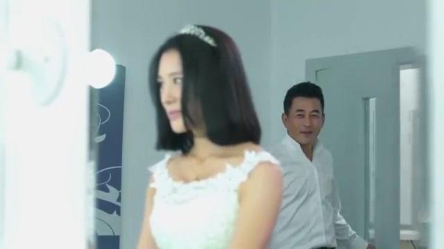 心机女憧憬自己成为新娘,不料对富豪求婚直接被拒绝,心情失落