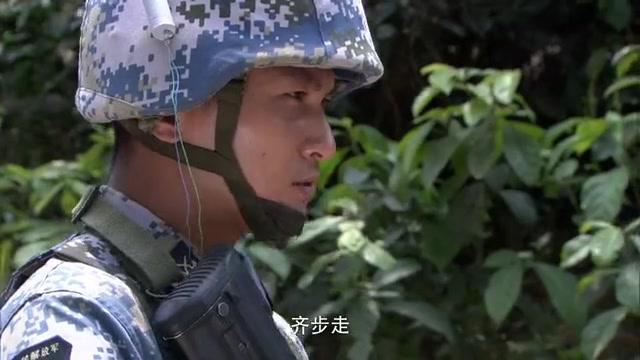 火蓝刀锋:武队开除乌云,乌云不愿回女子中队,竟来到海训场