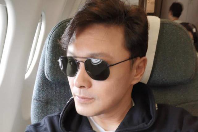 郑伊健惊喜现身TVB电视城 与逆龄男神合照引发20年回忆