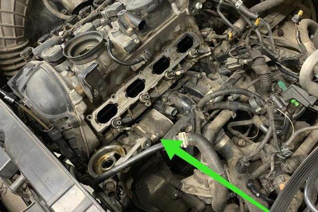 奥迪Q5机油经常缺少,车主怀疑又该大修了,修车师傅却说小问题