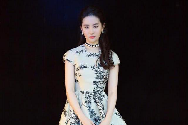 刘亦菲演绎百变风格,从性感野猫到如今女人味十足 网友:太迷人