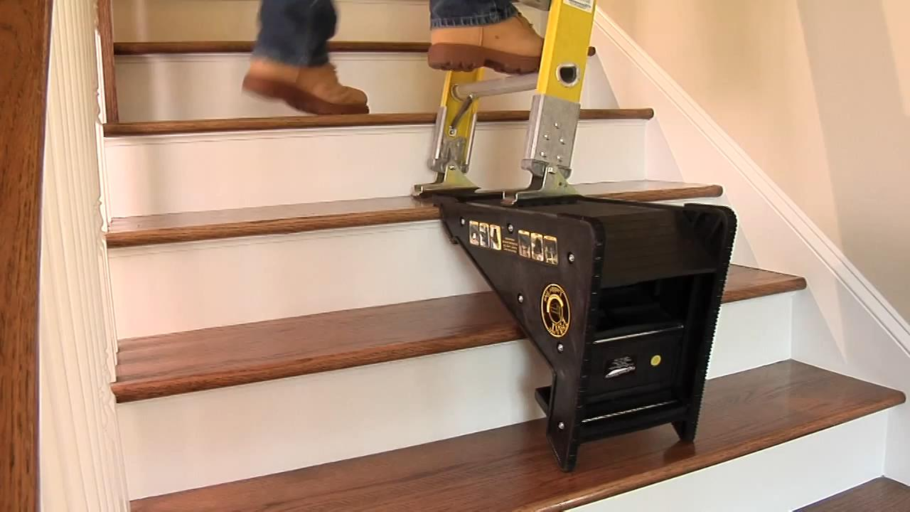 """牛人发明""""扶梯""""神器,装修工的好帮手,楼梯上很实用"""