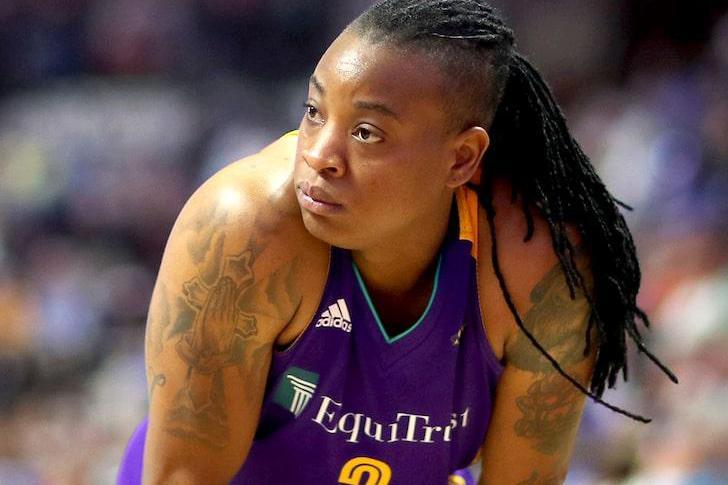 WNBA全明星后卫被指控殴打前女友+持枪威胁 联盟停薪停赛10场