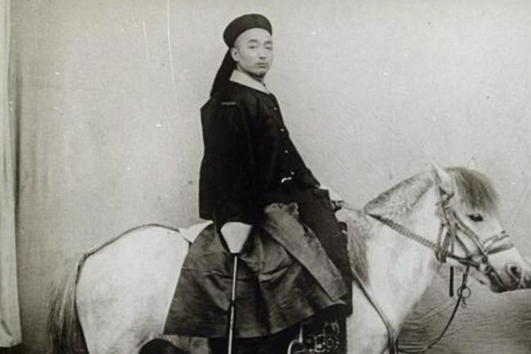 晚清京城老照片:眉目如画的女子,英俊帅气的武官!