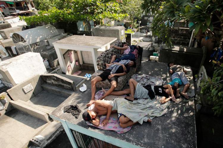 揭秘菲律宾的活死人墓:公墓成贫民聚集区,活人跟死人同宿