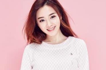 """她是释小龙的""""初恋"""",14岁爆红全国,网友:娶了她花千万也值"""
