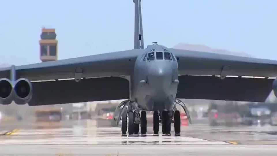 B-52同温层堡垒轰炸机近距离感受下好强的气场