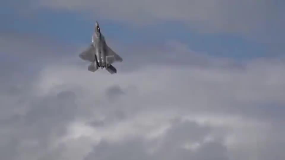 实拍F22隐身战机起飞90度大迎角30秒升空性能真牛