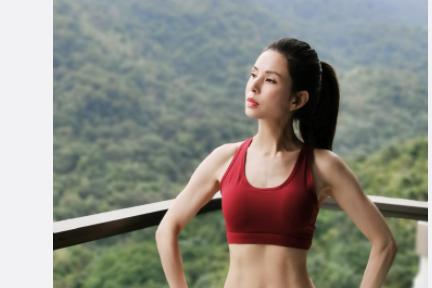 52岁李若彤身材火辣如少女 健身20年练就驻颜术