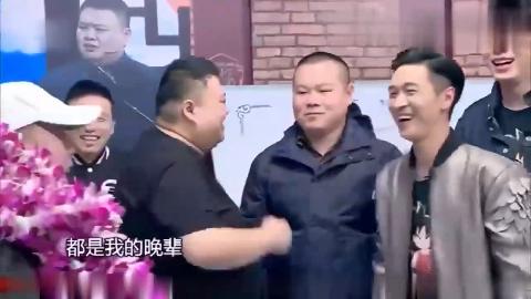 喜剧新人岳云鹏杨树林等列队欢迎潘长江场面大到吵