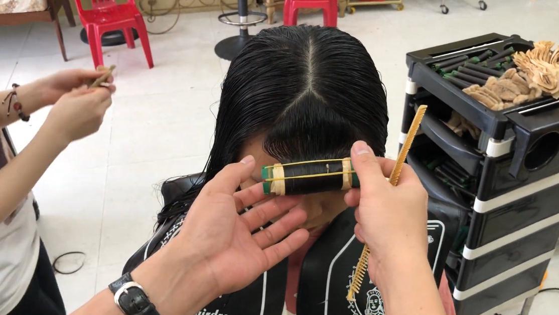 染发加烫发,妹纸剪短后烫个LOB发型,形象大改变