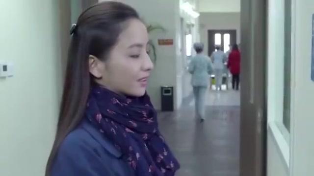 产科医生:巍主任指责何晶迟到,不料得知迟到原因,一脸欣赏