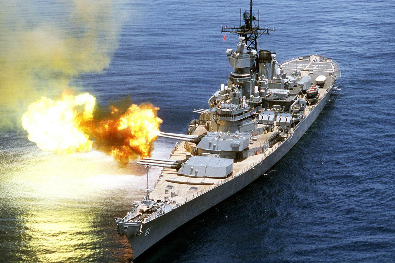 """美军""""海上巨兽""""吨位媲美常规航母,复兴不起来也有原因可循"""