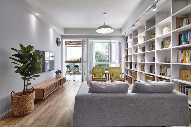 91平北欧风,沙发不靠墙,客厅装书柜变身图书馆!