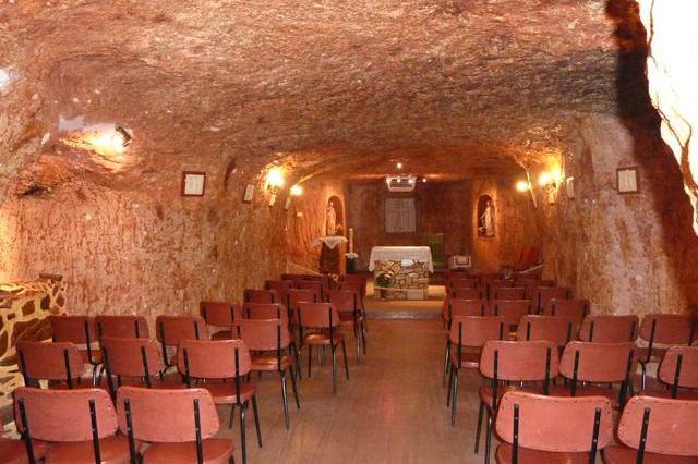 地下的城镇:生活着45个国家的3500人,地下有墓地、酒店和博物馆