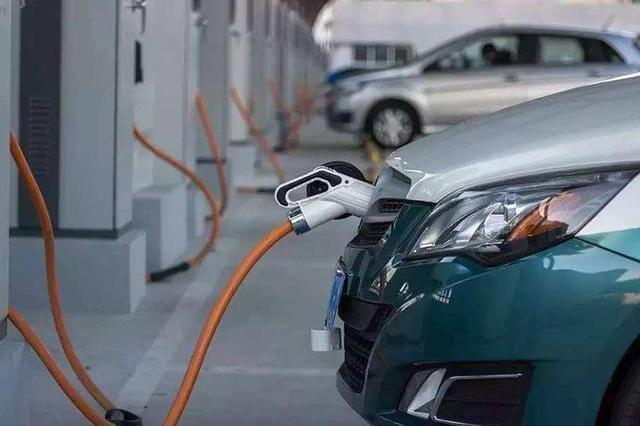 补贴退坡、竞争加剧……新能源汽车缘何在裸泳?