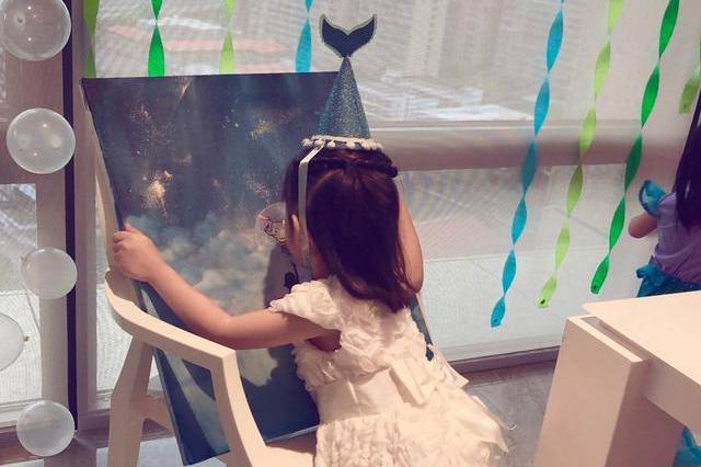 王力宏娇妻李靓蕾绘画作品拍出25万高价做公益,被大赞人美心善