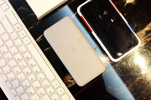 释放iPhone 11的魔力!脑洞大开的南卡移动电源,无线+手机支架