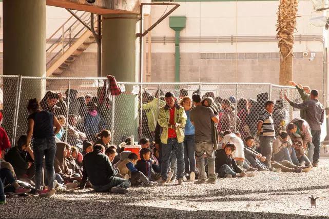 墨西哥认怂,正式向特朗普妥协,连拉3国下水分担难民压力