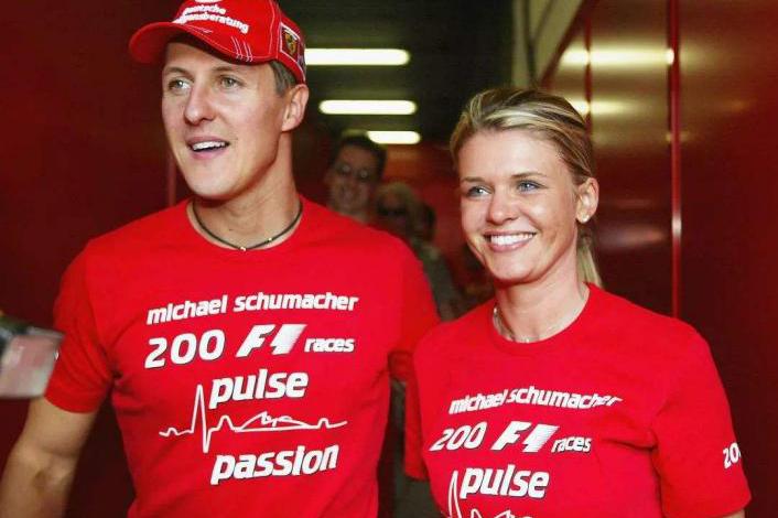舒马赫2020年奇迹时刻:可以脱离病床坐着观看F1,18亿成功续命