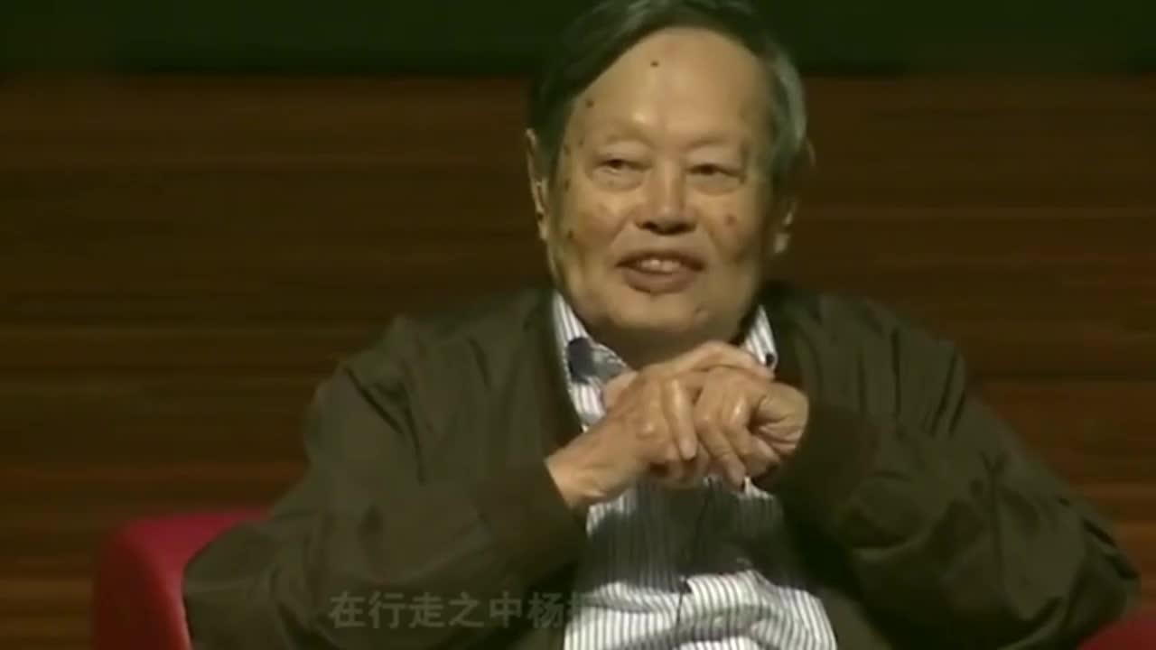 96岁杨振宁近照曝光身型消瘦行走费力43岁翁帆成移动拐杖