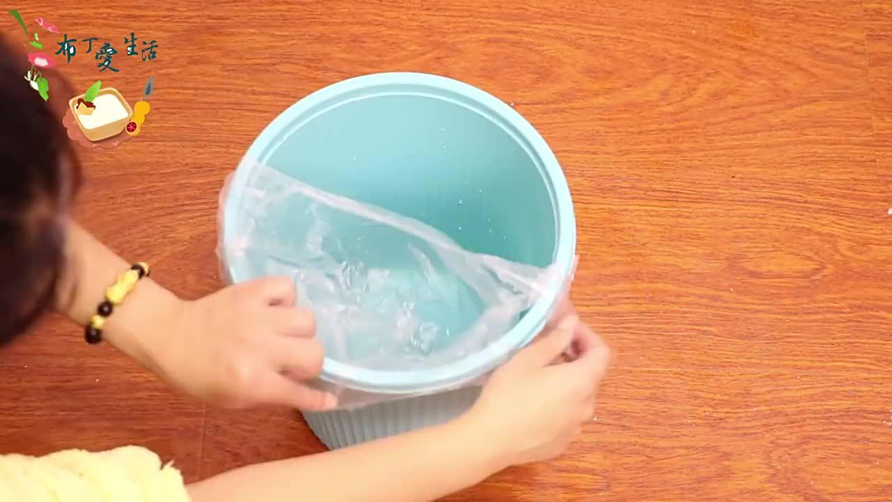 喝完的饮料瓶盖别扔了把它粘垃圾桶上特别实用不知道亏大了