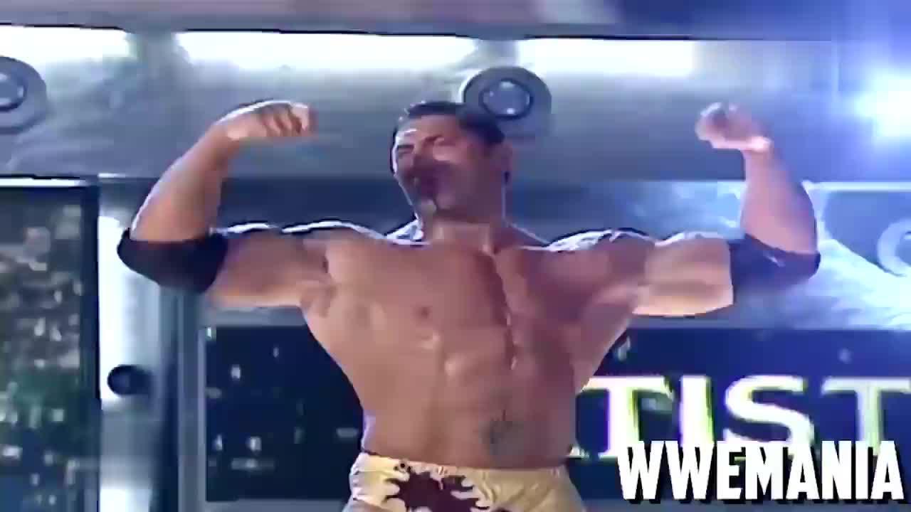 WWE经典2005 巴蒂斯塔 vs 大V老爹块头差距大