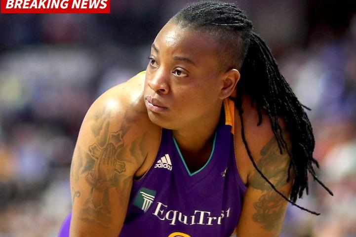 无奈!火花后卫家暴前女友被WNBA重罚,主帅费舍尔都帮不了她