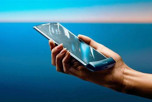 联想折叠手机Razr确认暂时不在国内上市:因运营商不支持eSIM