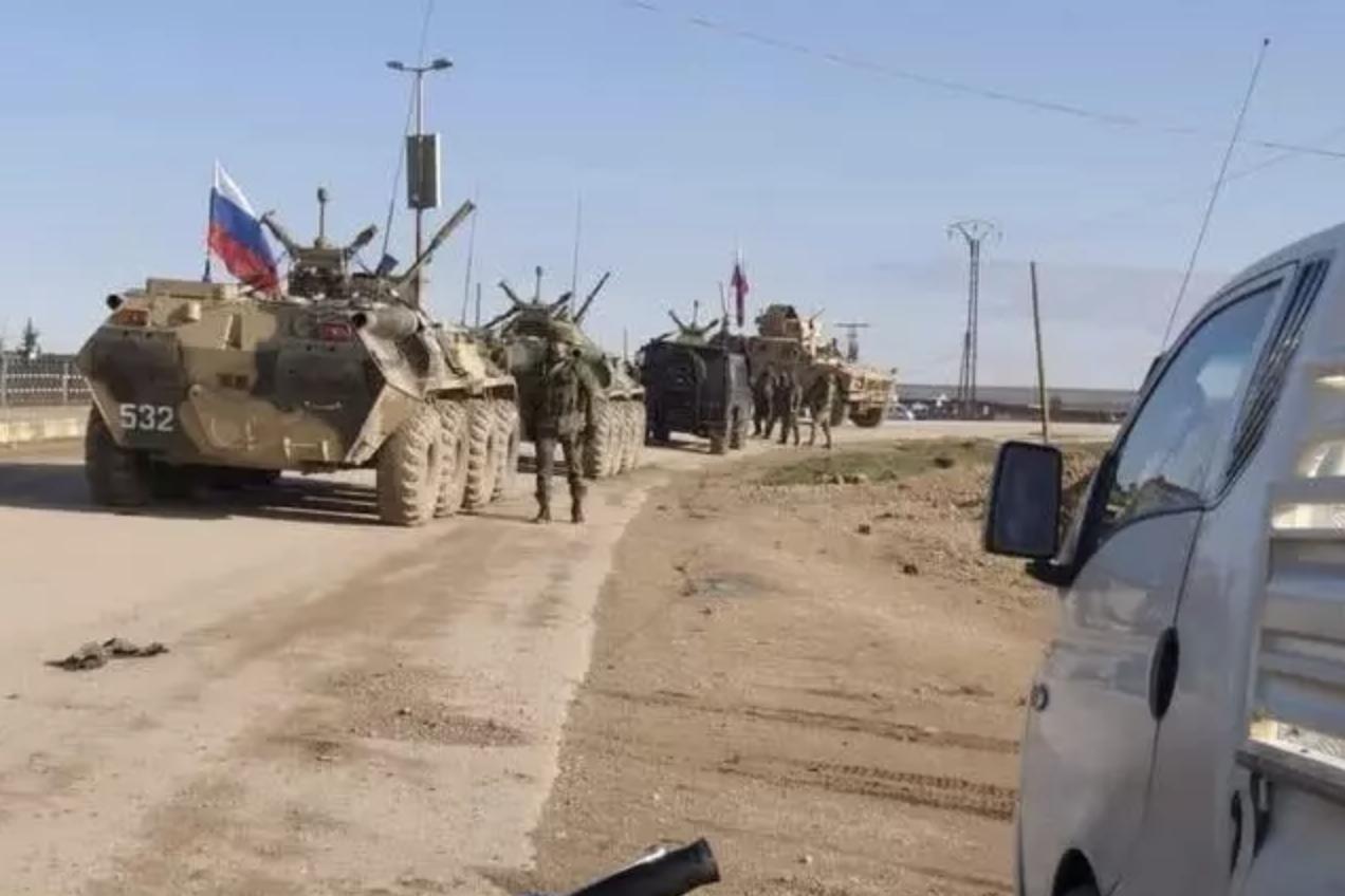 叙利亚军队硬气了!与美军对峙长达一小时,逼其车队原路返回