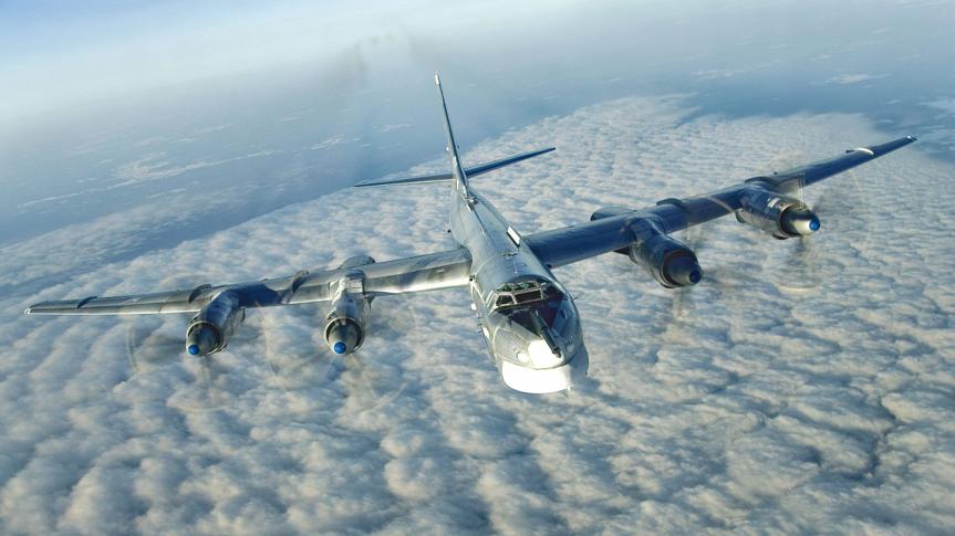 曾经的第三核大国,穷到300万拍卖轰炸机,军队上战场被民兵吊打