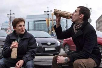 俄罗斯人那么爱喝酒,为什么不喝中国白酒?网友:因为会醉