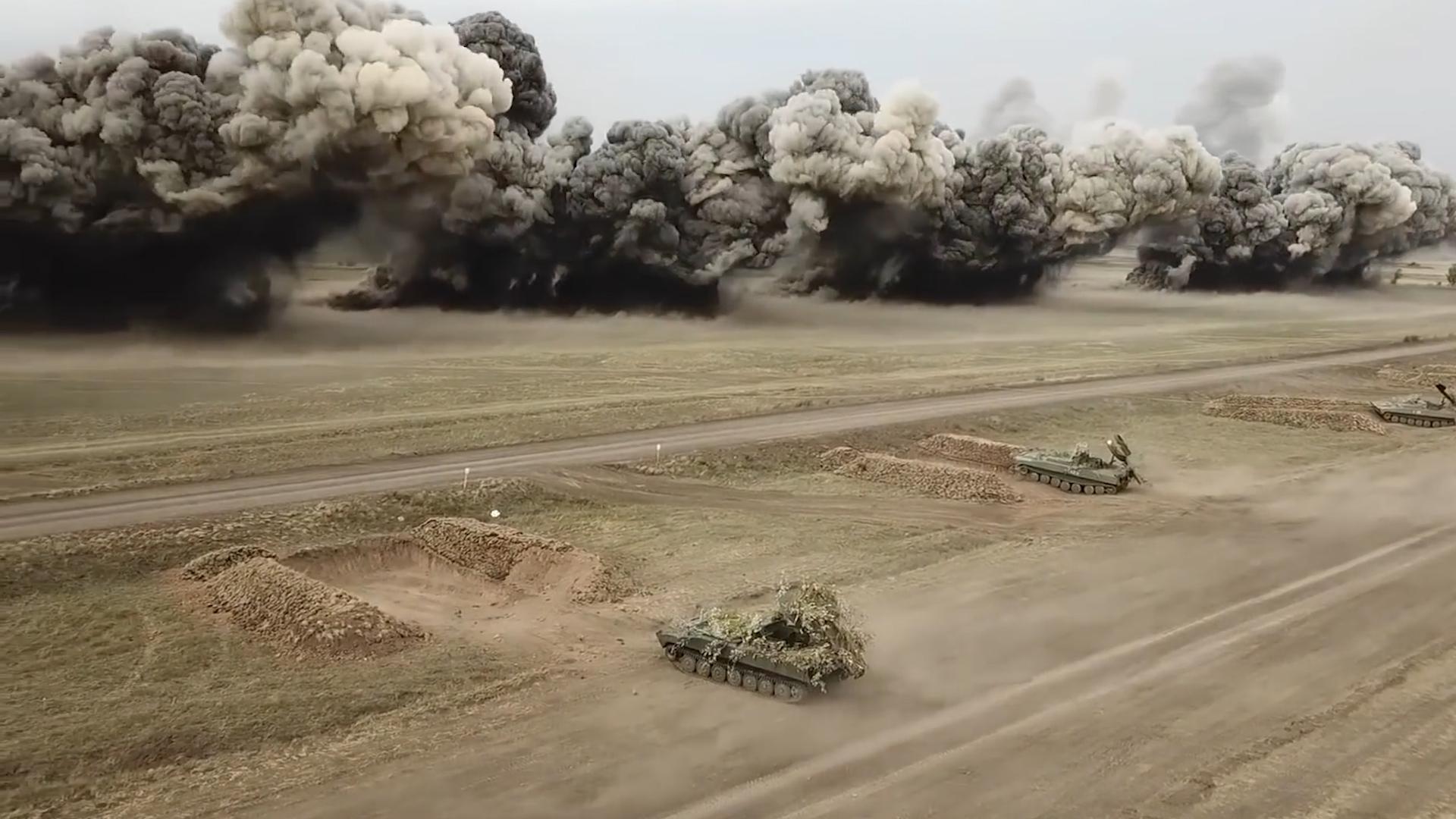 实拍百米爆炸弹幕,俄军展示最新排雷步战车 即将实战部署叙利亚