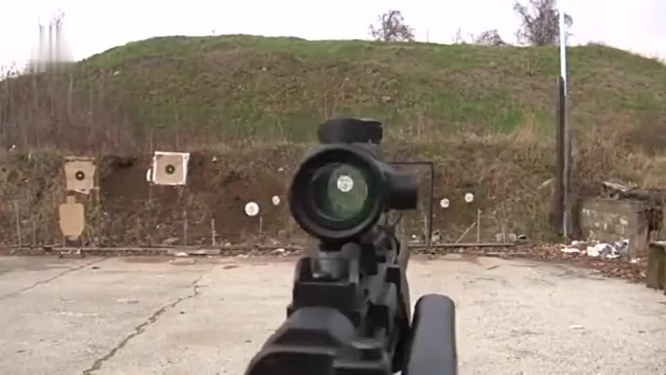 比较精悍的GSG-5冲锋枪采用点22口径弹药靶场射击实测
