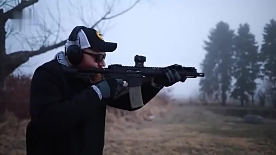 后坐力小枪口很稳崭新的突击步枪靶场射击测试