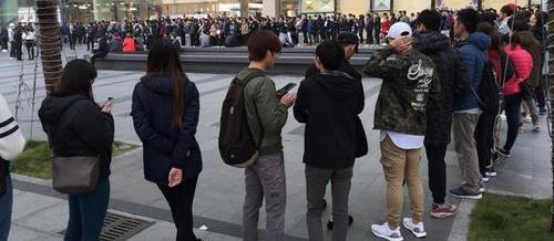 囧哥:上海人领口罩排出北欧风