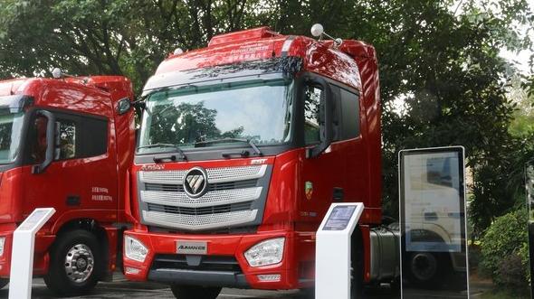 欧曼EST超级卡车560马力+1300升油箱配奔驰发动机安全可靠