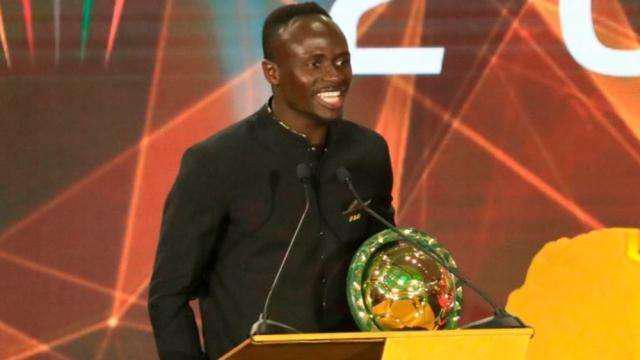 马内获得非洲足球先生颁奖现场 利物浦大腿实至名归