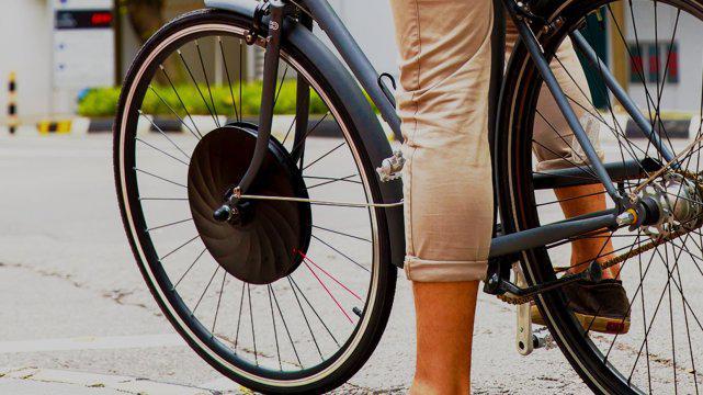 大爷发明新型车轮,让自行车秒变电动车,续航80公里,还自动充电