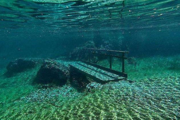 """奥地利""""最神秘""""的公园,每年沉入湖中200天,到冬季才会现身"""